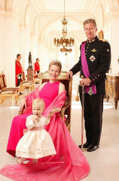 بعد 100 عام أول ملكة ارستقراطية و الوحيدة التى تعتلي الحكم ...